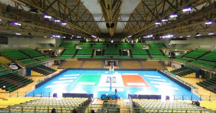 Modena, la squadra di pallavolo diventa plastic free: per i tifosi bicchieri riutilizzabili e bevande alla spina durante le partite