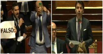 """Bossi (Lega) a Conte: """"Lei è falso come il parmesan"""". Bagarre in Aula: leghisti con pezzo di formaggio e cartelli in mano"""