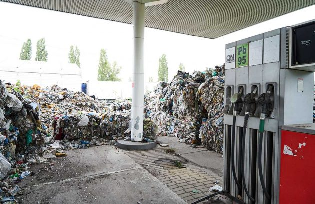 Polonia, cento balle di rifiuti di plastica abbandonate in a