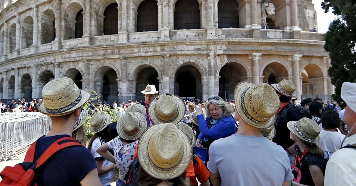 Viaggi, bisogna dare un taglio all'overtourism. Ecco dodici misure su cui bisogna puntare