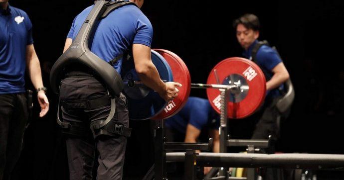 L'esoscheletro Power Assist Suit di Panasonic aiuterà gli atleti paraolimpici nel sollevamento pesi