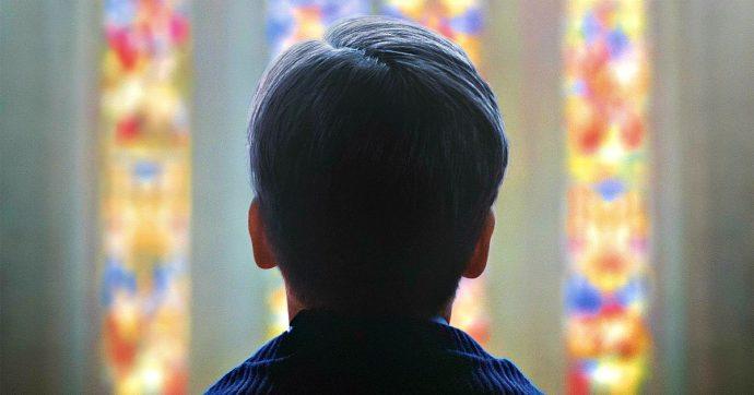 Grazie a Dio, Francois Ozon filma un piccolo film antispettacolare per disvelare tutto l'orrore della pedofilia