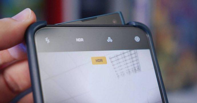 Smartphone Oppo Reno2: torna la pinna di squalo, abbinata a 4 fotocamere posteriori