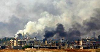 """Siria, i curdi chiedono corridoi umanitari per i civili e accusano la Turchia: """"Ha usato fosforo e napalm"""". Ankara smentisce: """"Mai fatto"""""""