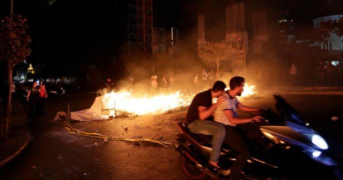 Libano, 2 morti e 60 feriti durante gli scontri per le nuove tasse imposte dal governo