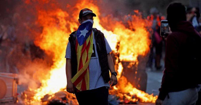 Barcellona, notte di scontri: 182 feriti e 54 arresti. Il movimento Arran annuncia una nuova manifestazione prevista per le 18.00