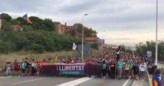 Catalogna, sciopero generale: migliaia di persone verso Barcellona in 5 diversi cortei
