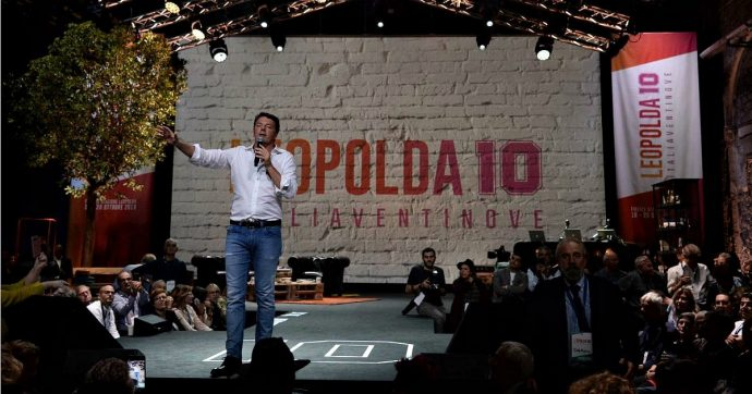 """Leopolda 10, prima volta di Renzi fuori dal Pd. Saluto agli """"alleati"""" di governo: """"Qui zero tensioni, zero minacce"""". Poi attacca Salvini"""