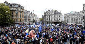 """Brexit, """"un milione di persone"""" in strada contro l'uscita dall'Ue. Esultanza dopo il 'sì' di Westminster al rinvio – FOTOGALLERY"""