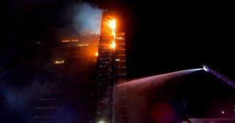 Cile, proteste contro gli aumenti nel settore trasporti. Palazzo Enel a Santiago incendiato e distrutto. Dichiarato stato d'emergenza
