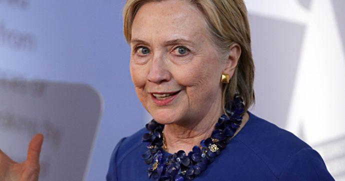 """Mailgate, 38 funzionari """"negligenti"""" per le mail di Clinton. Lei apre fronte dem e attacca la candidata Gabbard: """"Favorita di Putin"""""""