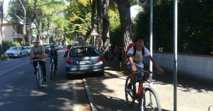 Incidenti, ancora bambini travolti dalle auto davanti le scuole. E noi protestiamo così