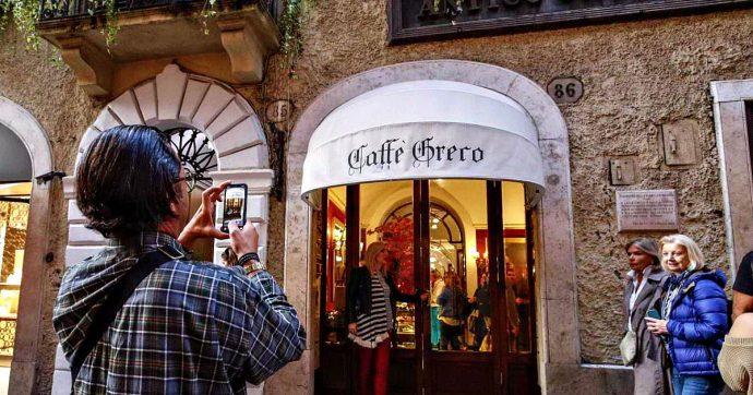 """Il Caffè Greco di Roma sotto sfratto, Vittorio Sgarbi: """"Offrirò cappuccino e brioches ai manifestanti"""""""