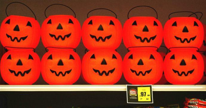 Regno Unito, la plastica nascosta di Halloween: solo i costumi producono 2mila tonnellate di rifiuti, come 83 milioni di bottiglie