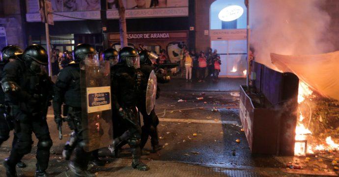 Catalogna: Barcellona brucia, Madrid attende. E non basta cantare 'Bella ciao' per aver ragione