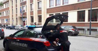 Milano, è morto il bimbo precipitato dalle scale a scuola. Procura indaga per omicidio colposo