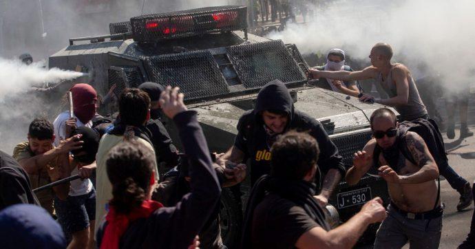 Cile, tutti guardano all'instabilità economica. In realtà ciò che sta uccidendo il paese è l'ignoranza