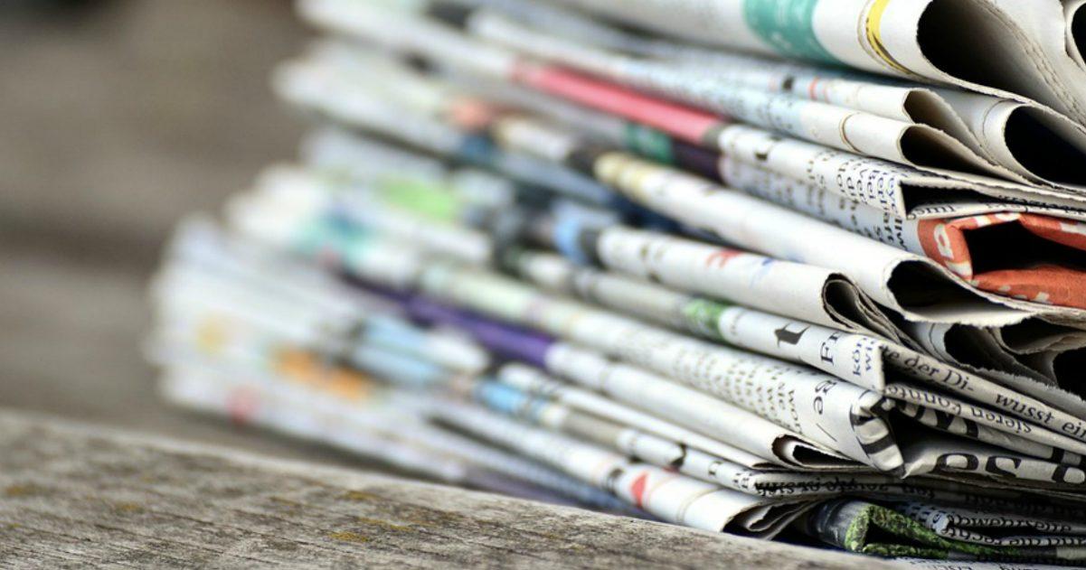 Incartare il pesce? Macché, leggere i giornali vecchi serve: le stupidità emergono chiaramente