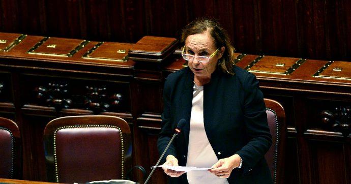 Migranti, ministra Lamorgese annuncia 132 posti in più nell'hotspot di Lampedusa con un'area dedicata ai minori non accompagnati