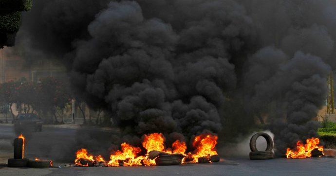"""Libano, settimo giorno di proteste: scendono in piazza i militari. Drone israeliano cade oltreconfine, Hezbollah: """"Abbattuto da noi"""""""