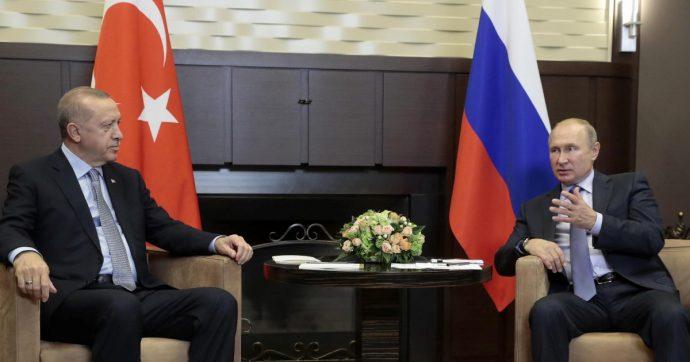 "Siria, Assad accetta l'accordo Turchia-Russia. Usa: ""Indagare Ankara per crimini di guerra"". Curdo si dà fuoco davanti a sede Onu Ginevra"