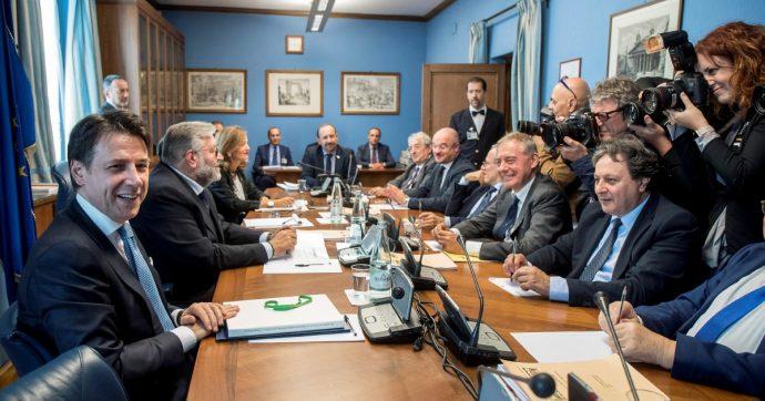 In Edicola sul Fatto Quotidiano del 24 Ottobre: Conte risponde sugli Usa, Salvini tace e censura sul caso Russia