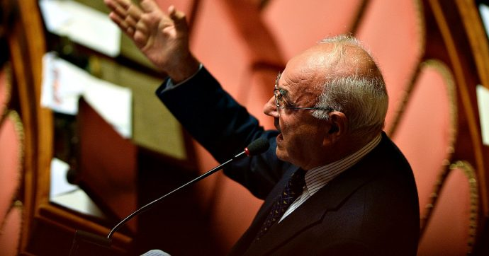 """""""Chiesa deve pagare l'Imu e restituire gli arretrati dell'Ici"""": la proposta dei senatori M5s per recuperare circa 5 miliardi di euro"""