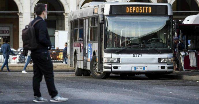 """Sciopero 25 ottobre, disagi per il trasporto locale. Si ferma la raccolta rifiuti a Roma. Di Maio: """"Sempre di venerdì, indecente"""""""