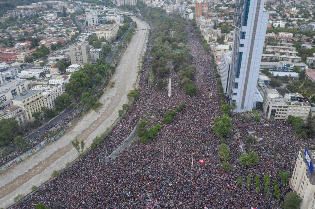 In this aerial view thousands of people protest in Santiago, on October 25, 2019, a week after protests started. – Demonstrations against a hike in metro ticket prices in Chile's capital exploded into violence on October 18, unleashing widening protests over living costs and social inequality. (Photo by Pedro Ugarte / AFP)