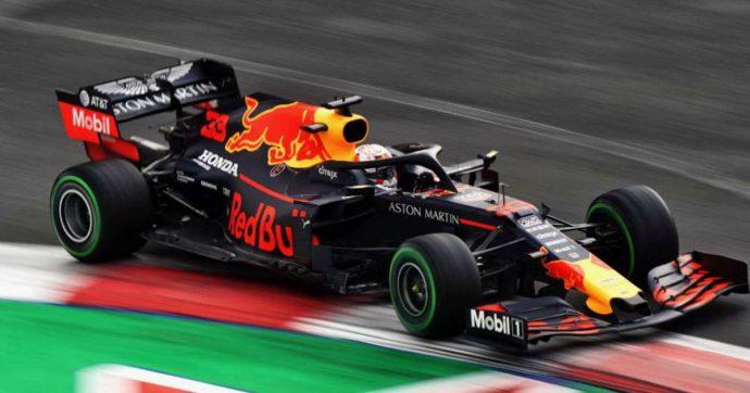 F1 Messico, pole per Verstappen ma viene penalizzato: prima fila tutta Ferrari, terzo Hamilton