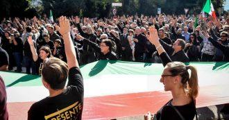 """Predappio, tremila nostalgici sfilano nel paese di Mussolini. Anche l'Anpi in piazza: """"Manifestazione illegale"""""""