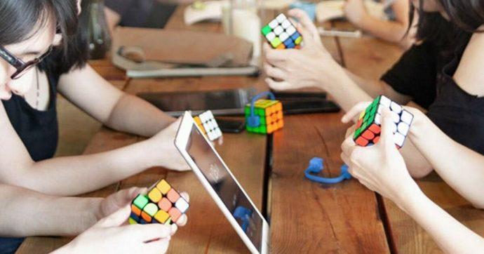 Il cubo di Rubik di Xiaomi che parla con lo smartphone e aiuta a trovare la soluzione