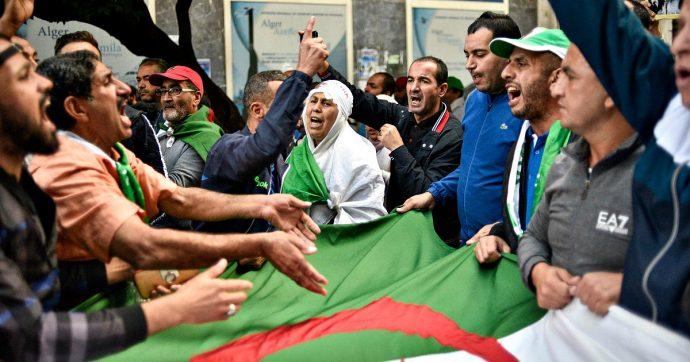 Risultati immagini per proteste di piazza ad algeri