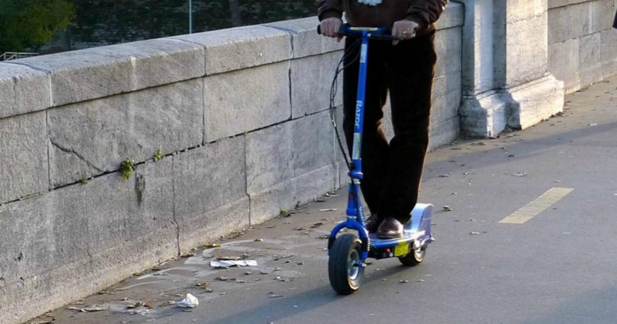 """Rimini, in autostrada per 10 chilometri sul monopattino elettrico: """"Sono in  ritardo, ho un colloquio a Cesena"""" - Il Fatto Quotidiano"""