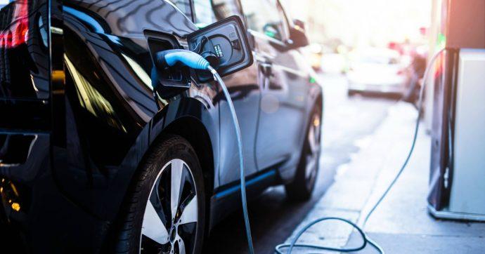 La mobilità elettrica è la rivoluzione industriale del nostro secolo. Ma l'Italia mette il freno