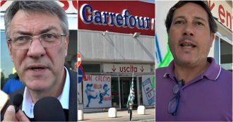 """Crotone, protesta di 52 dipendenti Carrefour: """"Licenziati via WhatsApp"""". Landini va al presidio: """"Grave, coinvolgiamo Ministero"""""""
