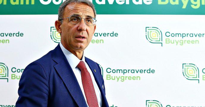 """Manovra, Costa: """"C'è accordo per escludere da plastic tax ciò che è riciclabile"""". Tassa sul fumo anche per cartine e filtri"""