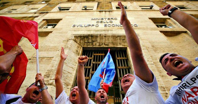 """I lavoratori della Whirlpool di Napoli ricevuti al ministero dello Sviluppo da Giorgetti: """"Prorogare il divieto di licenziamento"""""""