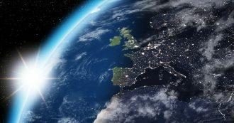 Gli smartphone inquinano l'Europa, li cambiamo troppo spesso e per futili motivi