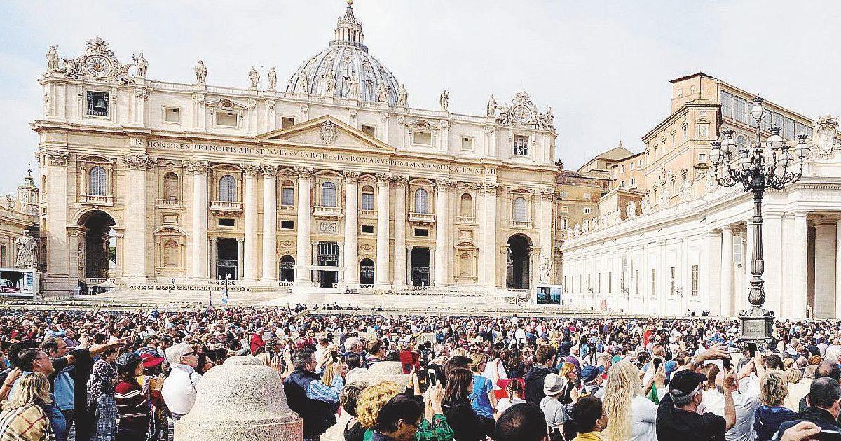 Troppi scandali, così Francesco porta la Chiesa fuori da Roma