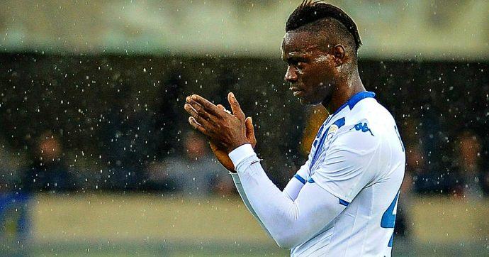 Verona-Brescia, cori razzisti contro Balotelli: partita sospesa per alcuni minuti, finisce 2-1. Vince l'Udinese, pari tra Fiorentina e Parma