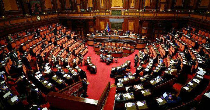 Manovra, la manovra passa in Senato con 166 sì e 128 no. Quattro senatori M5s assenti, Paragone vota contro