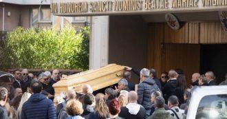 Funerale di Luca Sacchi, l'addio a Roma: gli amici sfilano con le moto davanti alla chiesa. Assente la fidanzata Anastasya