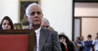"""Referendum, Formigoni in piazza per il No nelle 2 ore di permesso dai domiciliari: """"Meno parlamentari? Più potere a capibastone"""""""