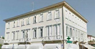 """Treviso, l'immagine del Duce su una facciata in una piazza di Zenson. Il sindaco: """"Toglierla non spetta a noi. E poi la storia non si cambia"""""""