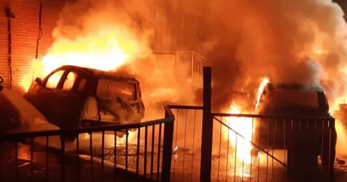 Milano, in fiamme 5 auto della società che gestisce le case popolari - Il Fatto Quotidiano