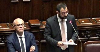 """Ex Ilva, l'appello del ministro Patuanelli: """"Serve Paese unito per salvarla"""". Ma la Lega rumoreggia e protesta"""