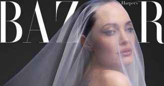 """Angelina Jolie posa nuda a 44 anni: """"Vorrei vivere all'estero, ma devo restare dove sta Brad Pitt"""""""