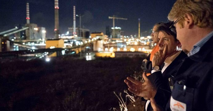 """Ilva, Conte: """"Prevista anche la partecipazione di aziende pubbliche"""". I sindacati convocati giovedì al ministero dello Sviluppo economico"""
