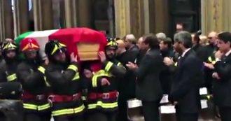 """Alessandria, il comandante ai funerali dei tre Vigili del fuoco morti nell'esplosione della cascina: """"C'è rabbia, capire chi ha fatto questo"""""""